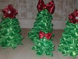 Новогодние ёлочки из атласных лент